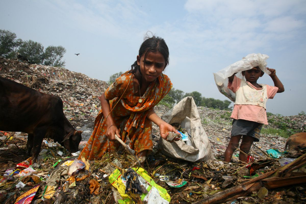 Kids working at a waste disposal centre in Bangladesh