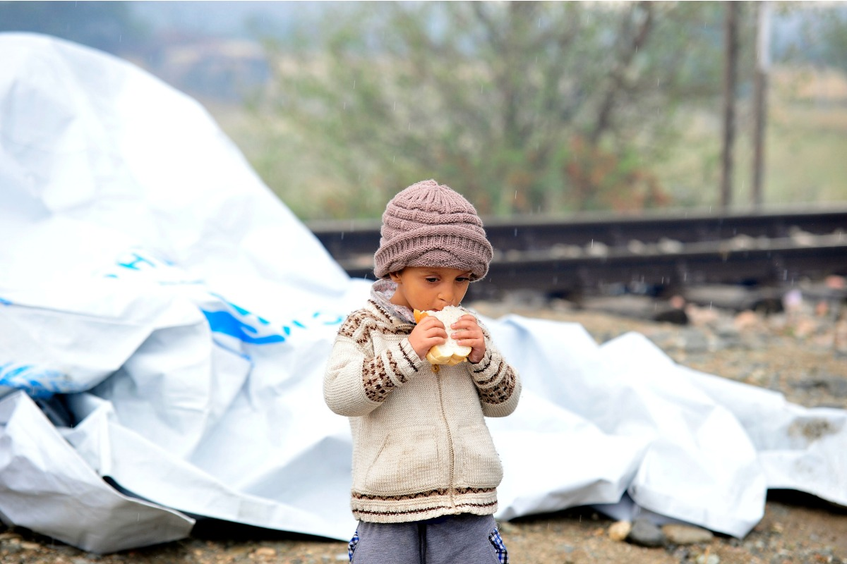 2015 young refugee on the Greek border